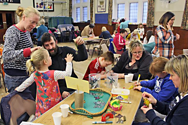 Messy_church_11.JPG
