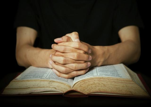 man-praying-bible-bsm-667x476.jpg